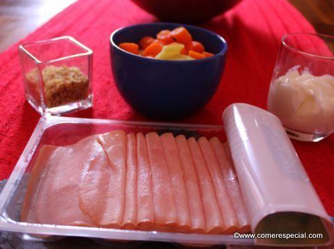 Ingredientes necesarios para hacer rollitos de jamón cocido rellenos de dip de zanahorias sin lactosa