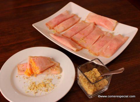 Deliciosa receta de rollitos de jamón cocido rellenos de dip de zanahorias apto para intolerantes a la lactosa