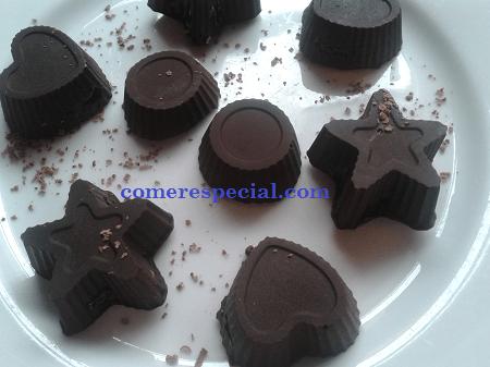 Receta casera de bombones de chocolate rellenos y sin lactosa