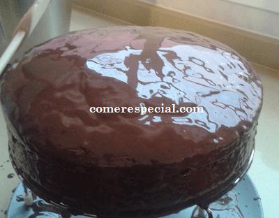 Receta fácil de la clásica tarta Sacher adaptada a los intolerantes a lactosa
