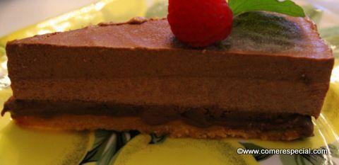 Deliciosa tarta de chocolate que no necesita horno y es muy fácil de hacer