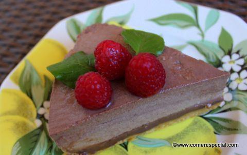 Fácil receta de tarta de chocolate sin horno y sin lactosa