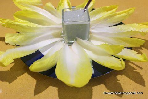 Endibias con crema de queso roquefort