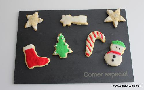 Galletas de Navidad sin lactosa decoradas con glasa de colores
