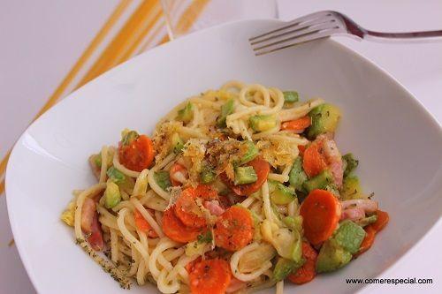 Espaguetis gratinados con queso sin lactosa y verduras