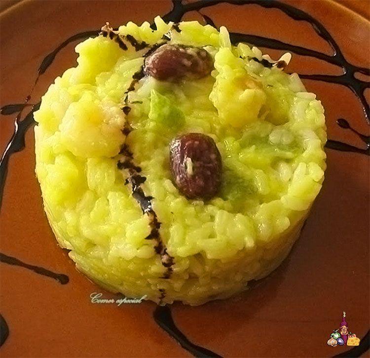 Muy sabroso y fácil de preparar arroz con verduras, gambas y pasas