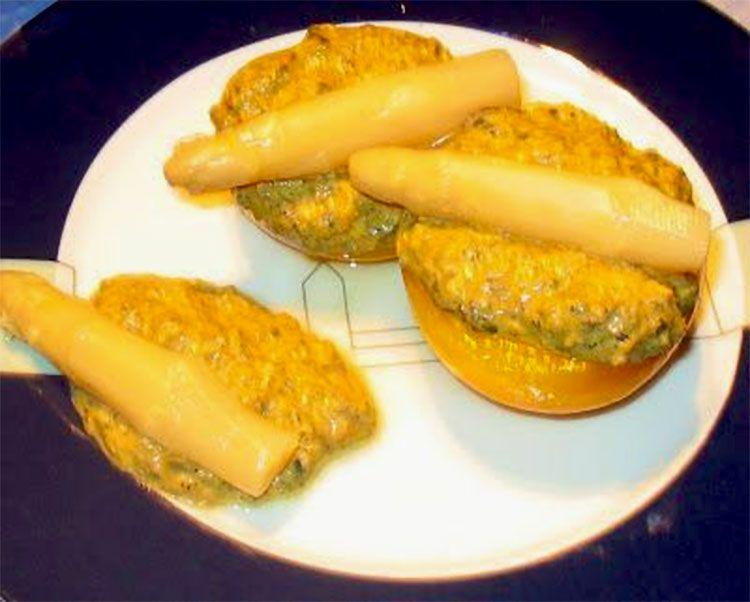 melocotones rellenos con crema de mejillones y aceitunas negras