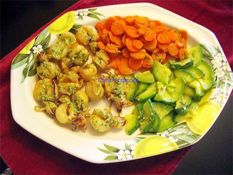 Chopitos o sepia al vapor con verduras y mojo