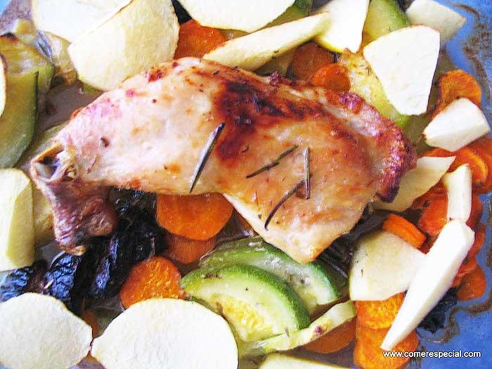 Pollo con manzana al horno