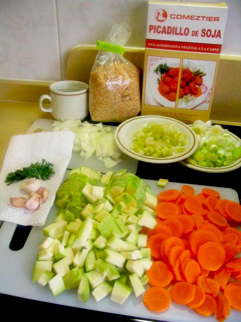 Ingredientes guiso de albóndigas de soja con verduras y manzana