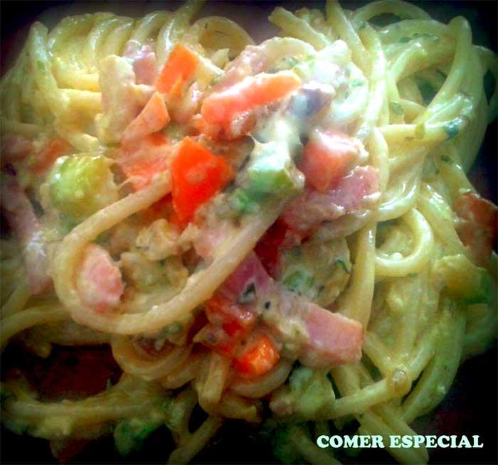 Espaguetis con verduras y carbonara sin lactosa