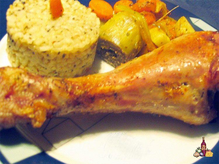 Muslo de pavo al horno con verduras y timbal de arroz a las finas hierbas
