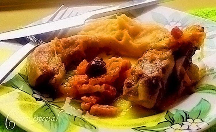 Costillas estofadas con verduras y puré de papas