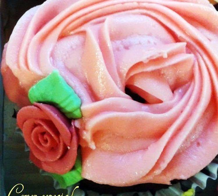 Cupcakes de champán y fresas (aptos para intolerantes y alérgicos a la lactosa)