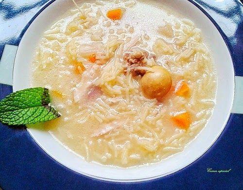 Receta casera de sopa con gallina y verduras. El caldo es casero, de la cocción de la gallina.