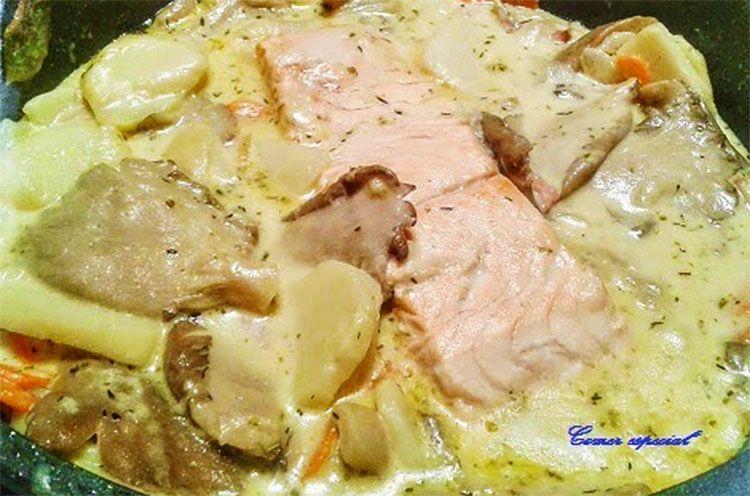 Salmón con setas y patatas en salsa de crema de soja