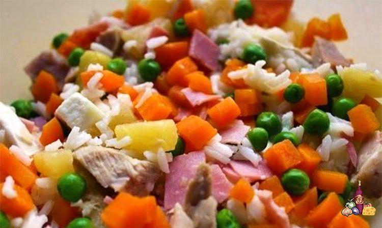 Preparación de arroz con piña y pollo en salsa de yogur