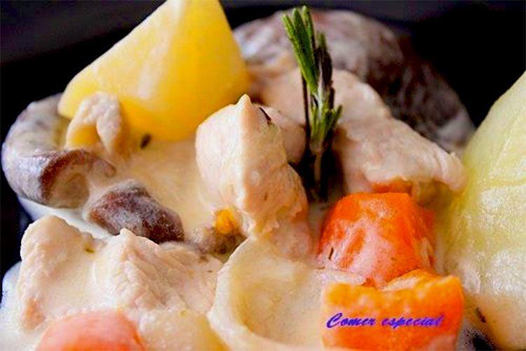 Estofado de pechuga de pavo con verduras y nata de soja
