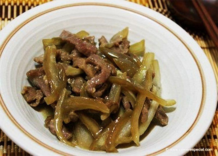 Ternera con cebolla y salsa de soja