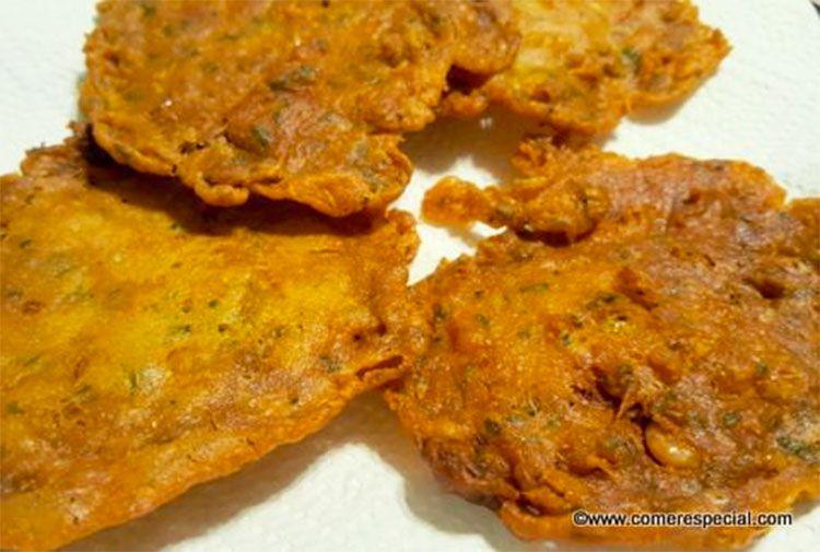 Tortillitas de camarones fritas en aceite de oliva