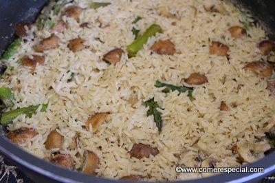 Rico arroz blanco solo con verduras, un acompañamiento estupendo
