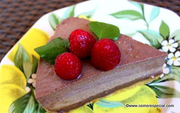 ¡Qué rica tarta de chocolate sin horno ni lactosa!