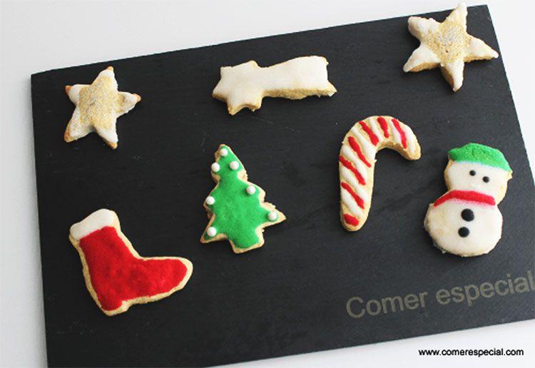 Exquisitas galletas de Navidad sin lactosa decoradas con glasa