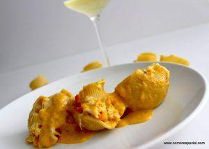 Receta de pasta lumaconi rellena de pollo y con salsa de verduras