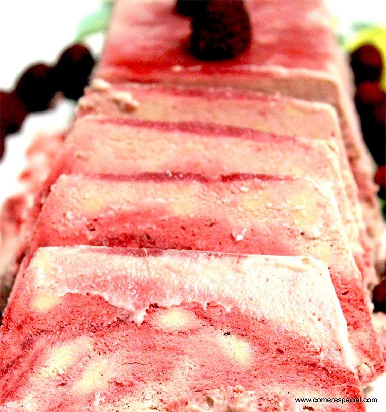 Semifrío de moras, fresas y cacao sin lactosa